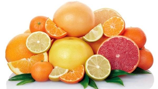 Tăng cường trái cây họ cam quýt vào thực đơn phụ nữ sau sinh mổ
