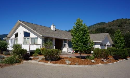 Yreka CA Luxury Modern House Northern California (1)