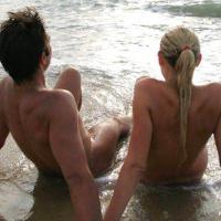 10 buoni motivi per praticare il nudismo