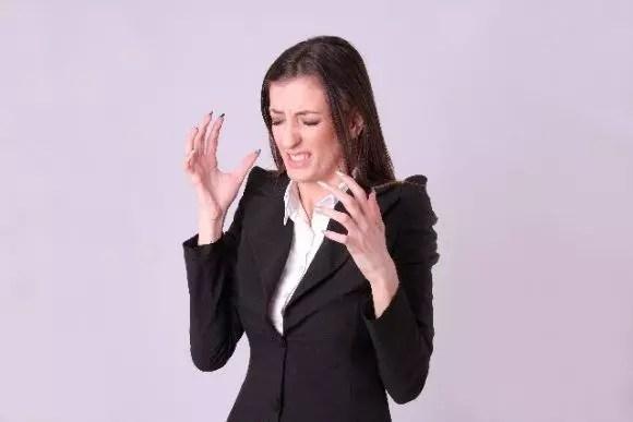 土踏まずの痛みやつる原因!しこりがある場合は要注意!