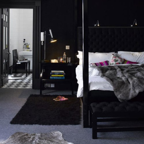 091008_blackbedroom.jpg