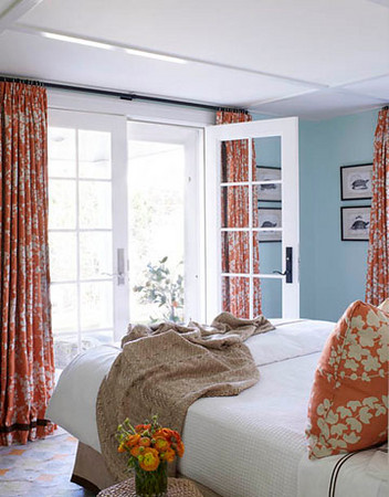 blue-and-orange-room