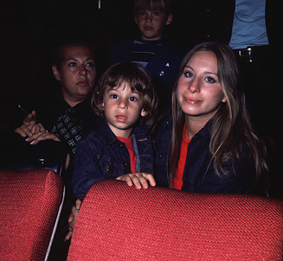 barbra-streisand-jason-gould-movie-theater-portrait-1971-photo-GC