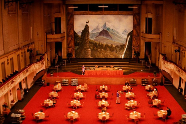 item5.rendition.slideshowWideHorizontal.grand-budapest-hotel-set-06-hotel-dining-room