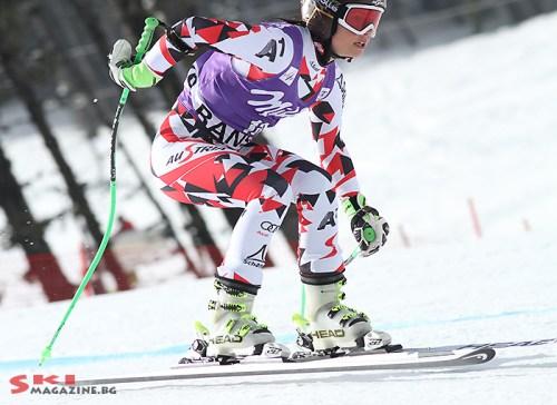Анна Фенингер се опитва да си хване щеката. Снимки: Николай Дончев/SkiMagazine