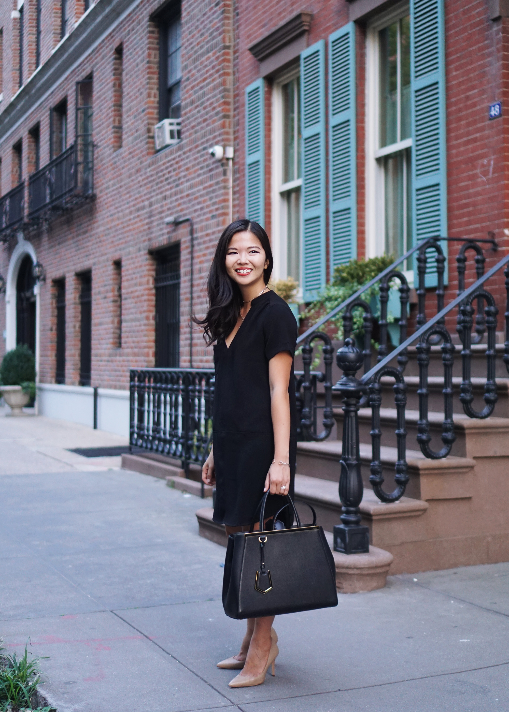 Office Outfit inspiration / Black Short Sleeve Dress
