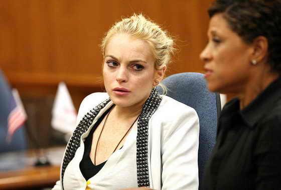 Актриса и певица Линдси Лохан опять попала в суд за вождение автомобиля в нетрезвом состоянии
