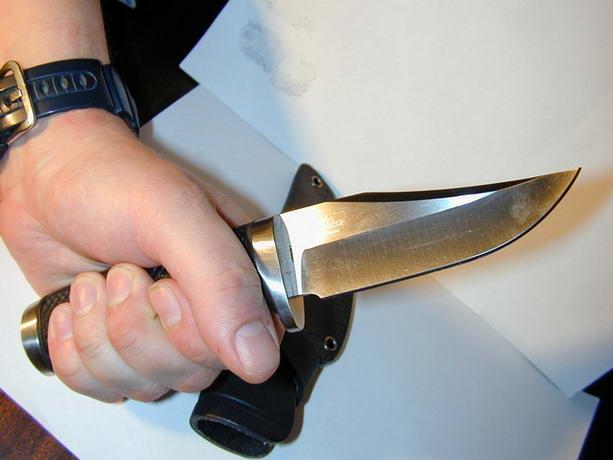 Мужчина с ножом