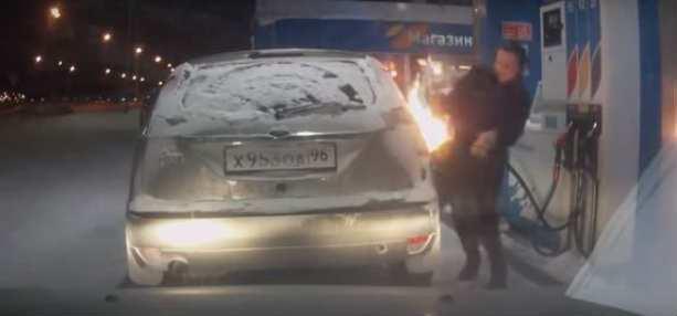 женщина подожгла своё авто