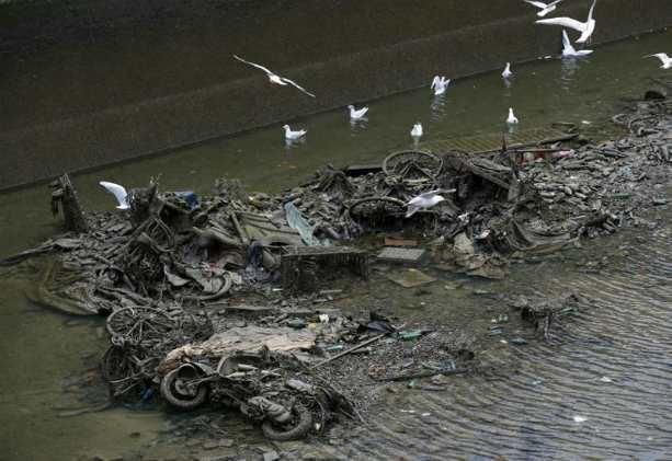 мусор в канале Сен-Мартен