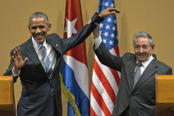 Обамы и Кастро
