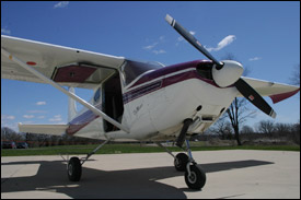 Cessna 182 - Holds 4
