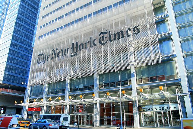 뉴욕타임스 빌딩 모습입니다