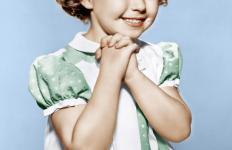 La jeune Shirley Temple était une des premières vedettes de la 20th Century Fox, et pionnier parmi les enfants-stars.