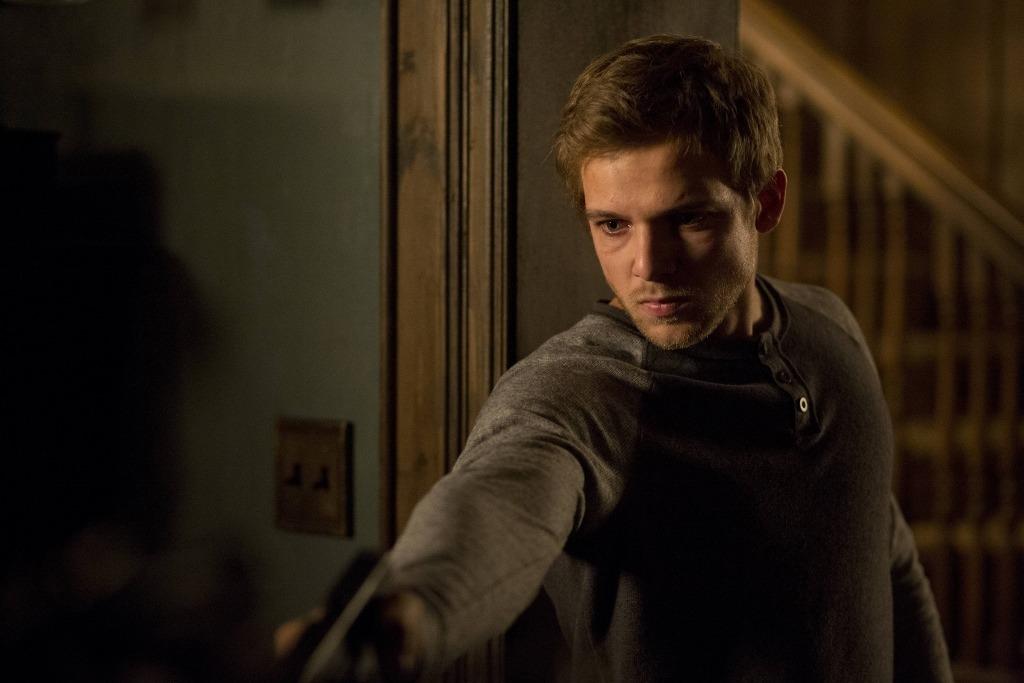 Dylan (Max Thieriot) est un catalyseur de la famille Bates, émancipant Norman et éclairant les zones d'ombre de Norma avec causticité.