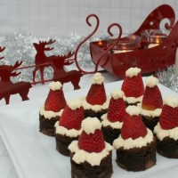santa-hat-brownies-featured