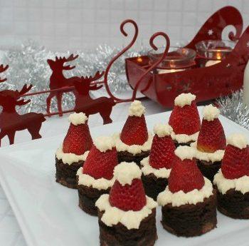 santa-hat-brownies-featured