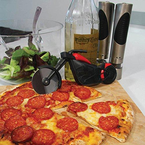 Schneide deine Pizza mit einem Motorrad