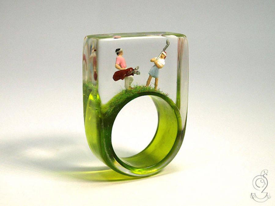 Ringe mit Miniatur-Szenen