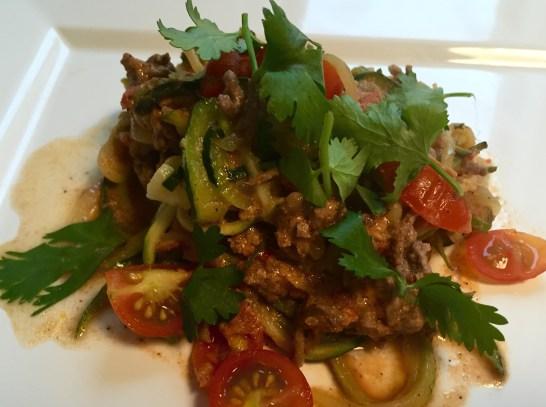 Zucchini Nudeln mit Tomatenhackfleischsauce