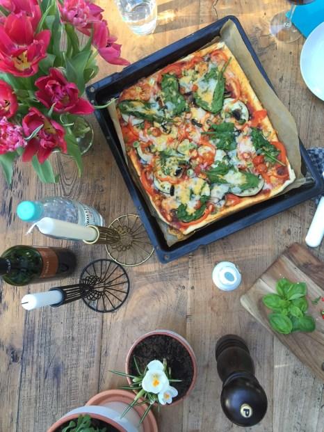 Rezept fuer einen Pizzaboden aus Dinkelteig