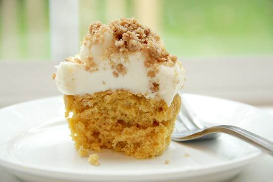 Pumpkin Ale Cupcakes with Streusel Cream Cheese Frosting ...