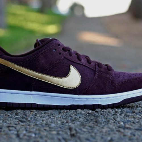 "NIKE SB DUNK LOW PRO ""PASSPORT"" DEEP BURGUNDY/METALLIC GOLD"