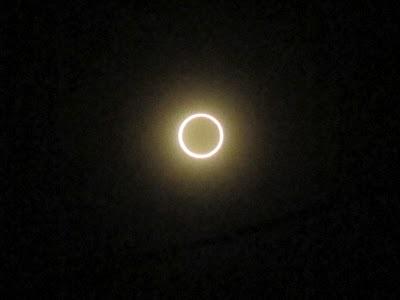 普通の日食メガネとコンデジで、金環日食を撮影