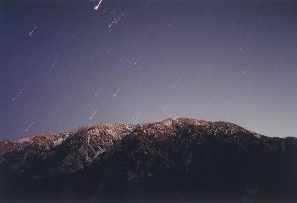 горы и следы звезд
