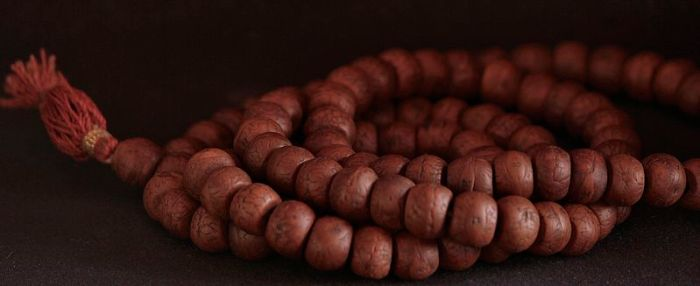 Buddhist_prayer_beads_04