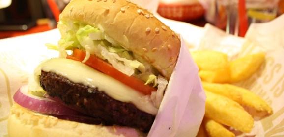 La hamburguesa, la salchicha y el tocino entre las sustancias cancerígenas