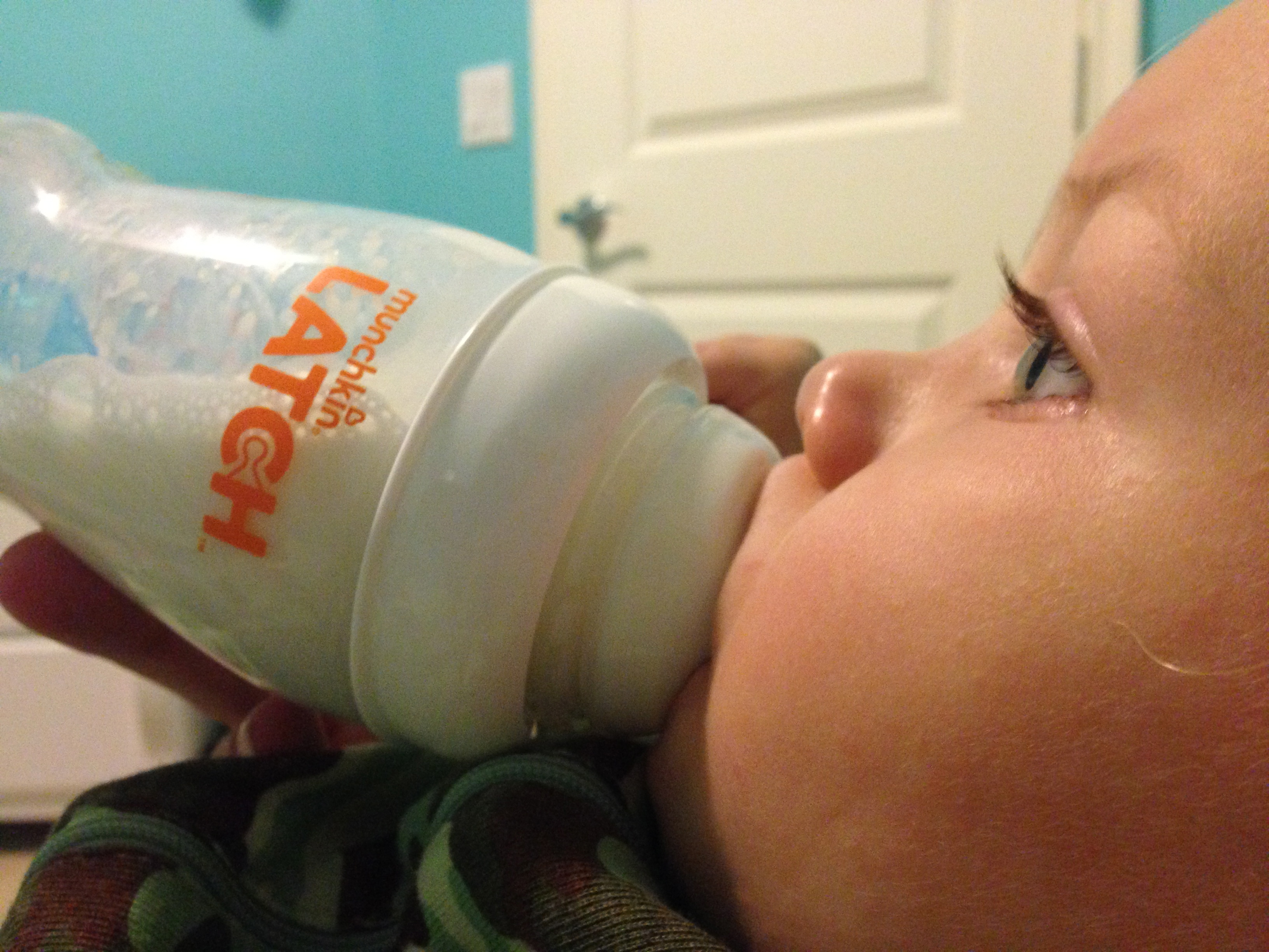 Why we LOVE the Munchkin LATCH bottle | SoCal Savvy Mom