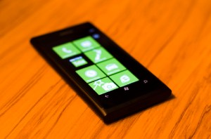 Nokia Releases Lumia 800 Update, Fixes Battery and Wi-Fi Problems - Nokia Lumia 800, Lumia 800 battery life, Lumia 800 battery problems