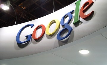 Google Services Pitch-Black For Six Minutes; Baffles Users