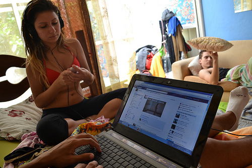 Many teenagers are getting bored with Facebook and see it as a chore, like brushing their teeth. (Image: Carlos Augusto Abreu (CC) via Flickr)