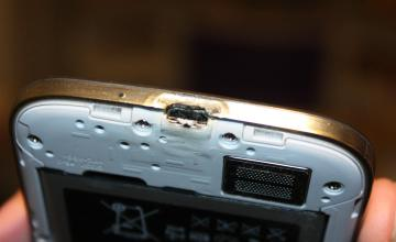 Galaxy S4 Burns, Samsung Response Tries To Silence Customer, Says YouTuber [Video] 1