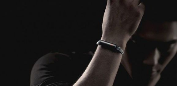 Misfit introduced its newesT wearable device, the Misfit Flare