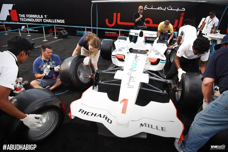 yas-marina_formula1-race-dubai-social-magazine-(7)