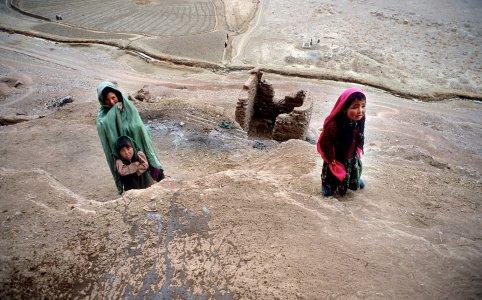 Bamyan, Afghanistan. Come vivono gli Hazara, massacrati a Kabul durante la 'Marcia della luce', una manifestazione per chiedere più elettricità. Gli Hazara sono un'etnia sciita che rappresenta circa il 15% della popolazione afghana. Il bilancio della strage è di 80 morti e 250 feriti. Erano partiti dalla provincia di Bamyan, il luogo dove i Talebani distrussero i Buddha giganti