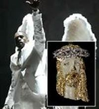 kanye-west-and-jacob-the-jeweler-collab-for-jesus-walks-diamond-pendant