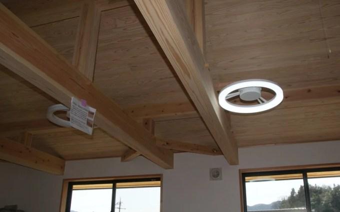LEDシーリングライトと窓