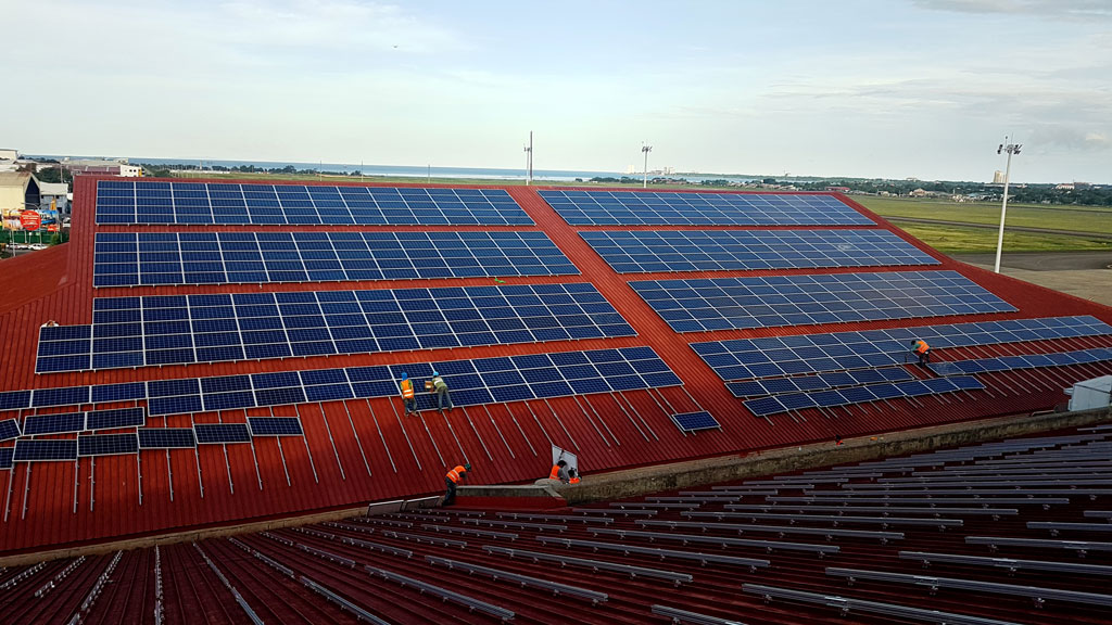 A portion of the 1.6 MW rooftop project at Mactan Cebu Airport.