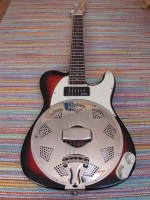 Sunburst Sollophonic with matching scratchplate, control plate and chickenhead knobs.