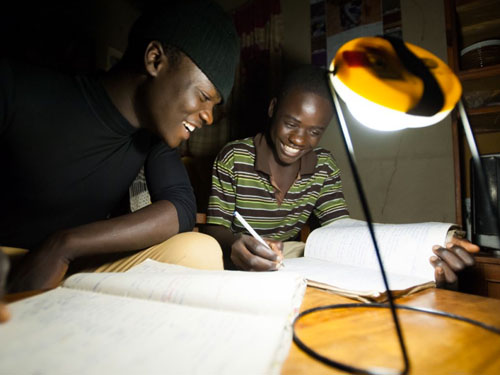 Inexpensive-solar-lantern-seeks-to-eradicate-the-kerosene-lamp