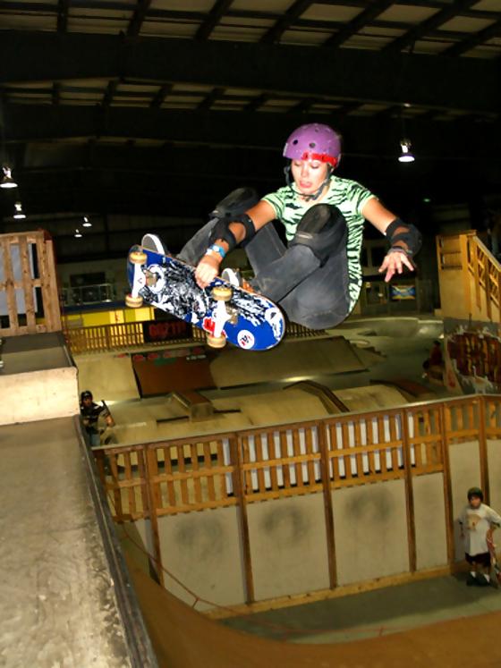 girl-skateboard-vert-ramp