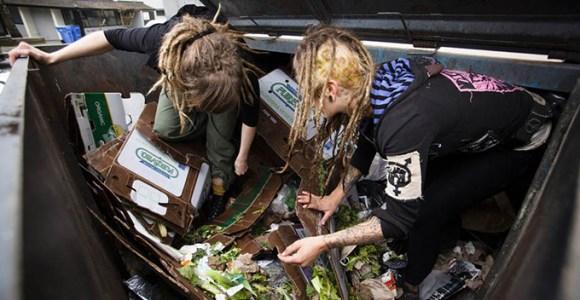 Elas escolheram se alimentar do que encontram no lixo