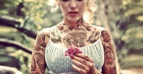 Famosos ganham tatuagens digitais por todo o corpo