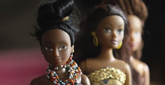 Você sabia que, na Nigéria, bonecas negras são mais vendidas que a Barbie?