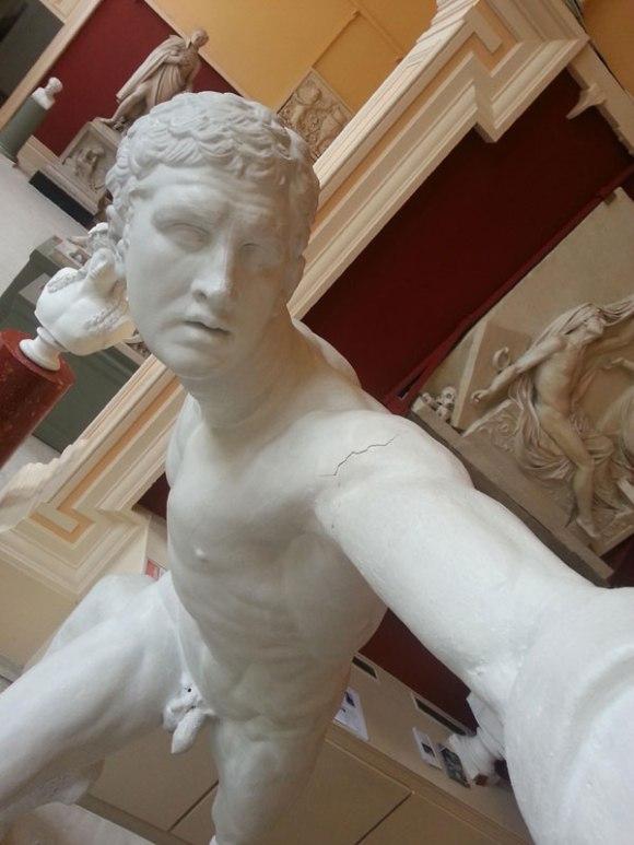 statue-selfies-3[1]