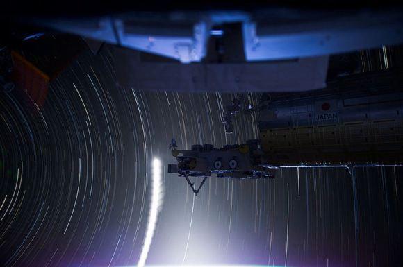 Fotos em longa exposição do espaço (11)